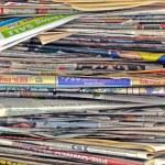 desordenada pila de periódicos — Foto de Stock