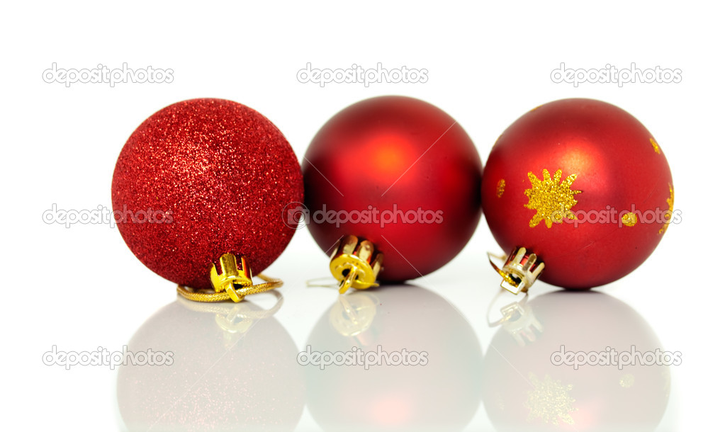 Red Christmas tree baubles decorations at xmas on white background with reflection — Stock Photo #15344143