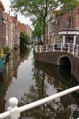 водоканал по улице утрехта, нидерланды — Стоковое фото