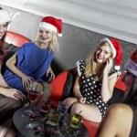 een groep van vrienden plezier in een club — Stockfoto