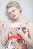 Woman eating fresh fruit — Stock Photo