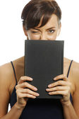 Woman holding book — Stockfoto