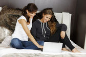 Two friends using laptop — Stock Photo