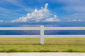The fence on grassland and cloud blue sky — Stock Photo