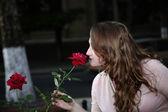 Dziewczyna i róża — Zdjęcie stockowe