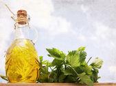 Kunstwerke im Grunge-Stil, Olivenöl und Sellerie — Stockfoto