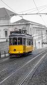 Gelbes tram, lissabon, portugal — Stockfoto