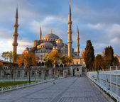 Blue Mosque, Istambul into sunrise lights — Stock Photo