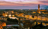 Night view over Arno river in Florence, Italy — Stock Photo