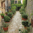 Beautiful green narrow street in San Marino — Stock Photo