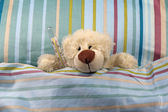 Sick bear with thermometer in bed — Foto Stock