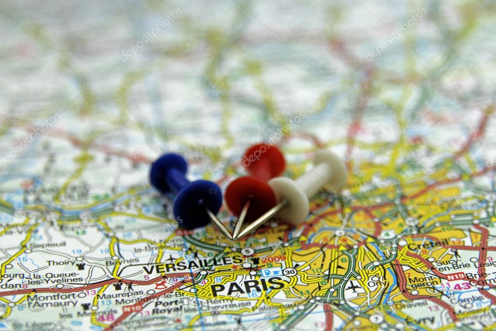 Push pins pointing at Paris, France — Stock Photo #19124121