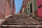 Narrow street with stairs colorful buildings — Stock Photo