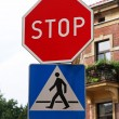 Stop sign with pedestrian crossing sign — Stock Photo