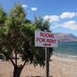 Rooms for rent sign on the beach in Crete, Greek — Stock Photo