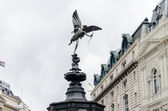 Estatua de eros en piccadilly circus, londres, reino unido — Foto de Stock