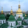 Foto Stock: Green and golden domes of St. Sophia's Cathedral in Kiev, Ukraine
