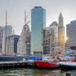South Street Seaport and Downtown Manhattan Skyline — Stock Photo