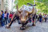 Charging Bull in Downtown Manhattan — Stock Photo