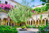 Cloister at San Francesco d'Assisi Church in Sorrento, Italy — Stock Photo