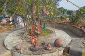 Ağaç kök küçük shiva Tapınak — Stok fotoğraf