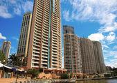 Apartments along Brisbane River, Queensland, Australia — Stock Photo