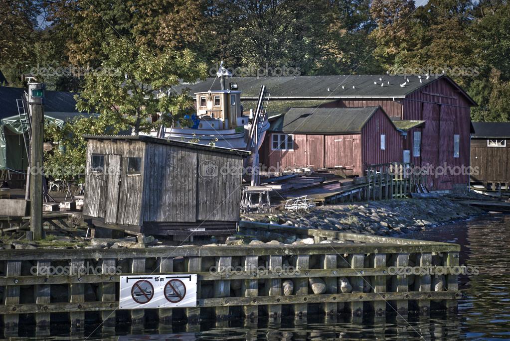 复古港口与老红色木房子在哥本哈根