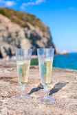 Two glasses of white wine — Stock Photo
