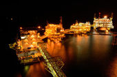 The large offshore oil rig at night — Stock Photo