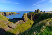 Dunnottar Castle with blue sky background — Stock Photo