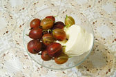 Ice cream with fresh gooseberries — Stock Photo