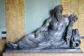 черная мраморная скульптура — Стоковое фото
