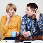 Shocked couple paying bills. — Stock Photo