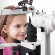 Optometrist performing visual field test — Stock Photo