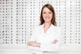 Szczęśliwa kobieta okulista, optyk — Zdjęcie stockowe