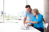 Couple working on laptop — Stock Photo