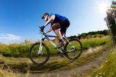 Mountainbike downhill — Stockfoto