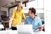 Partnerzy biznesowi wybrać kłótni — Zdjęcie stockowe