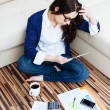 Woman working from home — Stockfoto
