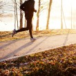 Man running at autumn during sunrise — Stockfoto