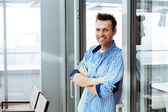 Man standing next to sliding glass door — Stock Photo