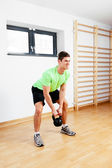 Man working out with kettlebell — Photo