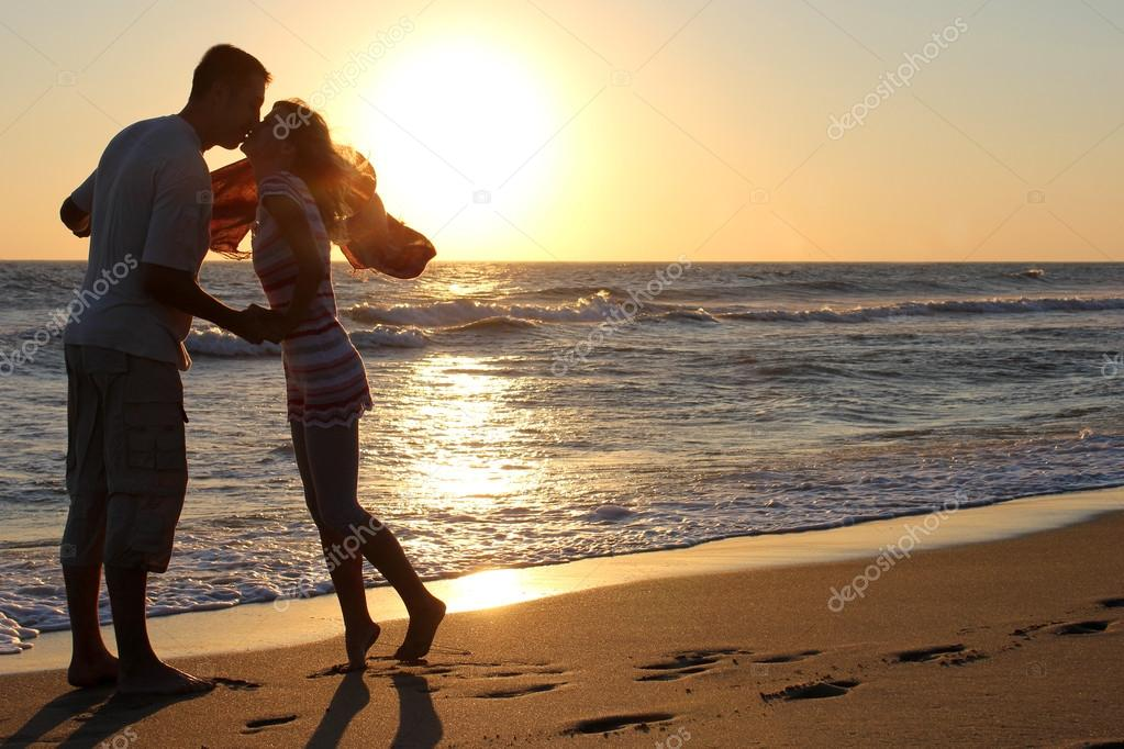 Romantic Couple at Sunset — Stock Photo #12168235