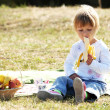 Little girl on a picnic — Stock Photo