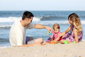 Family on the sea shore — Stock Photo