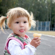 Little girl eating ice cream on the nature — Stock Photo