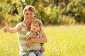 小女孩与她的母亲 — 图库照片