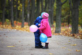 Two children kissing — Foto Stock