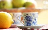 紅茶、フルーツの屋外ピクニックで — ストック写真