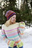 Girl in the park in winter — Stock Photo
